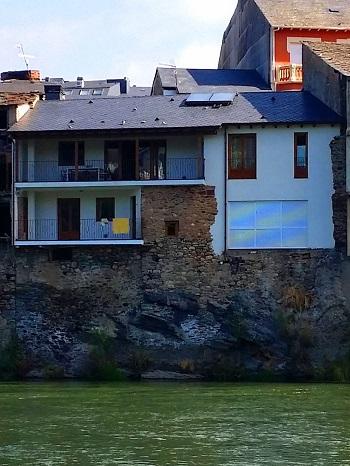 Reformar una casa antigua con materiales naturales como la pizarra
